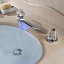 זול ברזים לחדר האמבטיה-חדר רחצה כיור ברז - מפל מים / LED כרום רכוב על סיפון שתי ידיות שלושה חוריםBath Taps