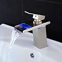 Χαμηλού Κόστους Ράφια & Στγρίγματα-Μπάνιο βρύση νεροχύτη - Καταρράκτης / LED Βουρτσισμένο Νικέλιο Αναμεικτικές με ενιαίες βαλβίδες Ενιαία Χειριστείτε μια τρύπαBath Taps / Ορείχαλκος