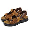 baratos Botas Masculinas-Homens Sapatos Confortáveis Pele Verão / Primavera Verão Esportivo / Casual Sandálias Respirável Marron / Ao ar livre