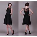 זול שמלות שושבינה-גזרת A עם תכשיטים באורך  הברך תחרה שמלה שחורה קטנה מסיבת קוקטייל שמלה עם תחרה משולבת על ידי JUDY&JULIA