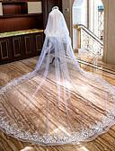 ราคาถูก ม่านสำหรับงานแต่งงาน-Two-tier รูปแบบดอกไม้ / งานผ้าขอบลายลูกไม้ ผ้าคลุมหน้าชุดแต่งงาน ผ้าคลุมหน้าในโบสถ์ กับ เข็มกลัด / จับย่น ลูกไม้ / Tulle