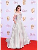 Χαμηλού Κόστους Φορέματα κοκτέιλ-Βραδινή τουαλέτα Ώμοι Έξω Ουρά Με πούλιες Κομψό / Στυλ Διασήμων Επίσημο Βραδινό Φόρεμα 2020 με Πούλιες
