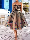 baratos Vestidos de Coquetel-Linha A Decote Princesa Longuette Poliéster Frente Única Coquetel / Feriado Vestido 2020 com Apliques / Aplicação de renda