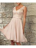Χαμηλού Κόστους Φορέματα Παρανύμφων-Γραμμή Α Λαιμόκοψη V Μέχρι το γόνατο Σιφόν / Δαντέλα Φόρεμα Παρανύμφων με Δαντέλα / Ζώνη / Κορδέλα / Πλισέ