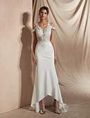 billiga Brudklänningar-Trumpet / sjöjungfru V-hals Asymmetrisk Matt satäng Kortärmad Sexig Bröllopsklänningar tillverkade med Applikationsbroderi 2020