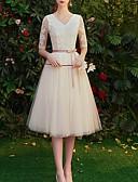 Χαμηλού Κόστους Φορέματα Παρανύμφων-Γραμμή Α Λαιμόκοψη V Μέχρι το γόνατο Πολυεστέρας Φόρεμα Παρανύμφων με Διακοσμητικά Επιράμματα / Ζώνη / Κορδέλα