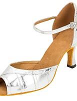 Damen Latin Kunstleder Sandalen Aufführung Verschlussschnalle Kubanischer Absatz Silber 5 - 6,8 cm 7,5 - 9,5 cm Maßfertigung