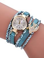 Per donna Orologio alla moda Orologio braccialetto Simulato Triangolo Orologio Cinese Quarzo imitazione diamante Lega Tessuto Banda Stile