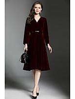 Для женщин На каждый день Офис Винтаж Простое Оболочка Платье Однотонный,V-образный вырез До колена Длинный рукав Полиэстер Осень Зима С