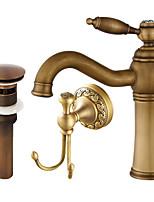 По центру Широко распространенный Керамический клапан Одной ручкой одно отверстие Античная медь , Ванная раковина кран