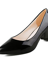 Для женщин Обувь Лакированная кожа Весна Осень Туфли лодочки Обувь на каблуках На толстом каблуке Назначение Повседневные Белый Черный