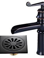 По центру Водопад Керамический клапан Одной ручкой одно отверстие Начищенная бронза , Ванная раковина кран