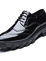 Masculino sapatos Couro Ecológico Primavera Outono Conforto Oxfords Cadarço Para Casual Preto Vermelho