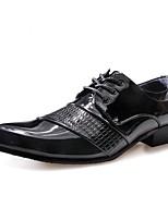 Masculino sapatos Couro Envernizado Primavera Outono Conforto Oxfords Cadarço Para Casual Branco Preto