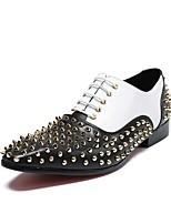 Для мужчин обувь Кожа Все сезоны Оригинальная обувь Туфли на шнуровке Заклепки Назначение Свадьба Для вечеринки / ужина Белый
