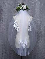 Недорогие -Один слой Обрезанная кромка Свадьба Свадебные вуали Фата до кончиков пальцев С Кружева Тюль