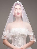 cheap -One-tier Lace Applique Edge Bridal Wedding Wedding Veil Fingertip Veils 53 Laces Embroidery Lace Tulle