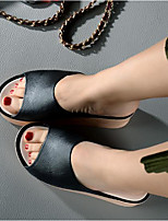 Недорогие -Для женщин Обувь ПВХ Лето Удобная обувь Тапочки и Шлепанцы Туфли на танкетке Круглый носок для Повседневные Черный Красный Розовый