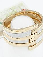 Femme Bracelets Rigides Manchettes Bracelets Rétro Mode Bijoux Fantaisie Alliage Forme de Cercle Forme Géométrique Bijoux Pour Sortie