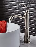 Недорогие -Ар деко/ретро По центру Широко распространенный Керамический клапан Одной ручкой одно отверстие Матовый , Ванная раковина кран