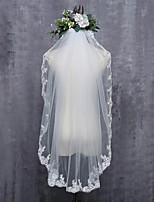 Недорогие -Один слой Кружевная кромка Свадьба Свадебные вуали Фата до кончиков пальцев С Кружева Тюль