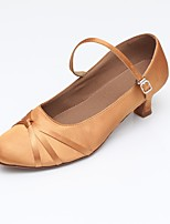 "preiswerte -Damen Modern Kunststoff Satin Sandalen Absätze Sneaker Innen Farbaufsatz Kubanischer Absatz Schwarz Mandelfarben 2 ""- 2 3/4"" Maßfertigung"