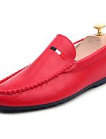 Недорогие -Муж. обувь Полиуретан Весна Осень Удобная обувь Мокасины Мокасины и Свитер для Повседневные Белый Черный Красный