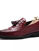 Недорогие -Муж. обувь Искусственное волокно Весна Осень Удобная обувь Мокасины и Свитер для Повседневные Черный Коричневый Красный