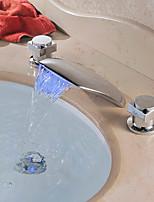 Недорогие -Современный Разбросанная Водопад LED Медный клапан Две ручки три отверстия Хром , Ванная раковина кран