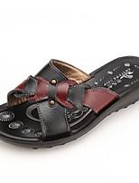 Недорогие -Для женщин Обувь Полиуретан Лето Удобная обувь Тапочки и Шлепанцы Плоские Круглый носок для Повседневные Черный Красный