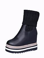 Недорогие -Жен. Обувь Полиуретан Зима Осень Удобная обувь Ботильоны Ботинки Туфли на танкетке для Повседневные Черный Коричневый