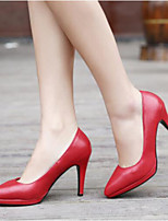 Недорогие -Для женщин Обувь Полиуретан Весна Осень Удобная обувь Обувь на каблуках На шпильке Заостренный носок Закрытый мыс для Повседневные Красный