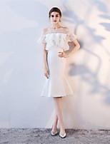 preiswerte -Trompete / Meerjungfrau Bateau Tee-Länge Spitze Kleid mit durch