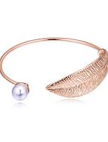 abordables -Femme Manchettes Bracelets simple Européen Mode Imitation de perle Alliage Forme de Feuille Bijoux Soirée Quotidien