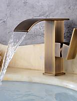 Недорогие -Античный По центру Водопад Керамический клапан Одной ручкой одно отверстие Античная медь, Ванная раковина кран
