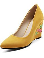preiswerte -Damen Schuhe Nubukleder Frühling Sommer Komfort Neuheit High Heels Keilabsatz Spitze Zehe Applikation für Hochzeit Party & Festivität