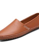 Недорогие -Муж. обувь Полиуретановая кожа Весна Осень Удобная обувь Мокасины и Свитер для Повседневные Белый Черный Коричневый
