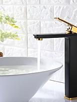 Недорогие -Современный Крепления и аксессуары По центру Одной ручкой одно отверстие Ванная раковина кран