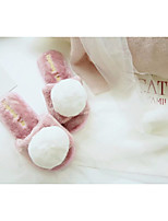 Недорогие -Жен. Обувь Флис Зима Осень Удобная обувь Тапочки и Шлепанцы На плоской подошве Закрытый мыс для Повседневные Белый Розовый