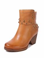 baratos -Mulheres Sapatos Pele Outono Inverno Botas da Moda Botas Salto Robusto Ponta Redonda Botas Curtas / Ankle Tachas para Casual Café Marron