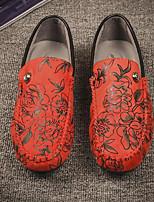 preiswerte -Herrn Schuhe Leder Frühling Herbst Komfort Loafers & Slip-Ons für Normal Schwarz Rot Hellbraun