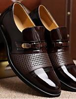 Недорогие -Муж. обувь Искусственное волокно Весна Осень Удобная обувь Мокасины и Свитер для Повседневные Черный Коричневый