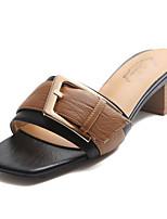 Недорогие -Жен. Обувь Полиуретан Лето Удобная обувь Тапочки и Шлепанцы На плоской подошве Круглый носок для Повседневные Черный Бежевый