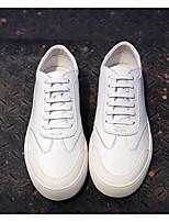 baratos -Homens sapatos Pele Pele Napa Primavera Outono Conforto Tênis para Casual Branco Preto