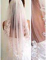 abordables -Une couche Style moderne Mariée Princesse Style Simple Mariage Voiles de Mariée Voiles longueur coude Avec Frange Fantaisie Dentelle Tulle