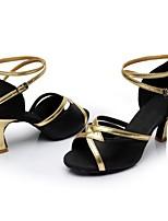 preiswerte -Damen Schuhe für den lateinamerikanischen Tanz Satin / Lackleder Sandalen / Absätze Farbaufsatz Kubanischer Absatz Maßfertigung Tanzschuhe Schwarz