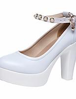 baratos -Mulheres Sapatos Pele Verão Conforto Saltos Salto Robusto Ponta Redonda Pérolas Sintéticas Branco / Preto