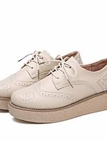 abordables -Femme Chaussures Polyuréthane Printemps Automne Confort Oxfords Hauteur de semelle compensée Bout rond pour Noir Beige Marron