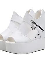 Недорогие -Жен. Обувь Синтетика Весна / Лето Удобная обувь / Прозрачный обуви Обувь на каблуках Туфли на танкетке Открытый мыс Бусины Белый / Черный