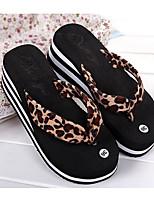 Недорогие -Жен. Обувь Этиленвинилацетат Лето Удобная обувь Тапочки и Шлепанцы Туфли на танкетке для Цвет-леопард